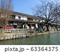 倉敷美観地区を運河から眺める 63364375