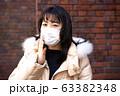 マスクをした女性 63382348