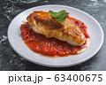 トマトソースのチキンソテー 63400675