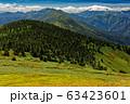 巻機山稜線から見る雲湧く上越国境稜線 63423601
