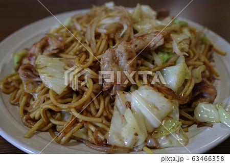 日本の岡山の有名で美味しい焼きそば 63466358