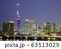 美しい福岡の夜景 桜色にライトアップされた福岡タワー 63513029