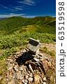 割引岳山頂の石祠と巻機山・牛ヶ岳 63519598