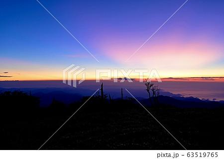 大台ヶ原山 正木峠から見た夜明け前の幻想的な熊野灘の情景 63519765