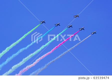 ブルーインパルス・オリンピックカラーのスモーク 63539474