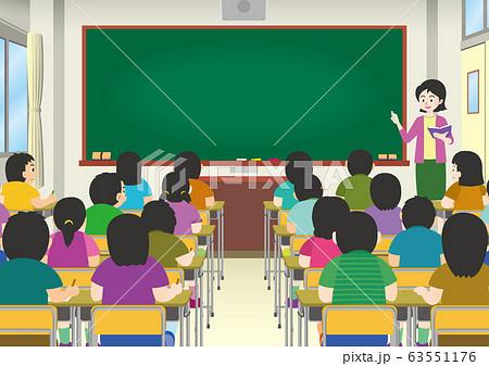 学校の生徒と女性の先生 63551176