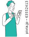 手描き1color エプロンを着た男性 スマホ操作不安 63552413