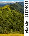 巻機山・割引岳から見るニセ巻機と谷川連峰・朝日岳の山並み 63556065