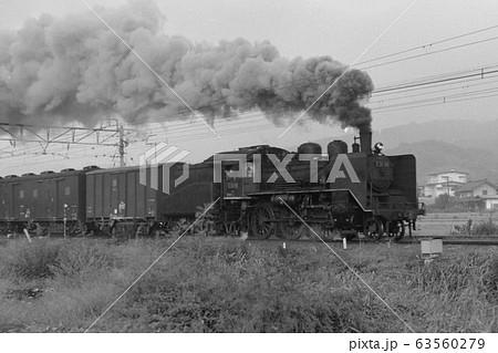 信越本線を行く.C56牽引の貨物列車 63560279