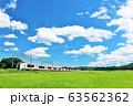 千葉県 夏の青空と田園風景を走る成田エクスプレス 63562362