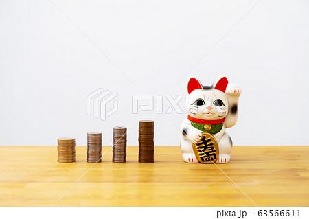 招き猫とコイン4種 63566611