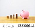 ブタの貯金箱とコイン4種 63566618