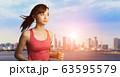 ジョギングする女性 63595579
