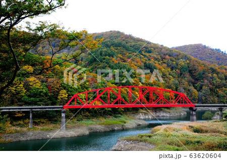 錦秋湖の紅葉風景 岩手県西和賀町 63620604