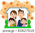 コロナウイルスの影響で自宅待機する家族 63627019
