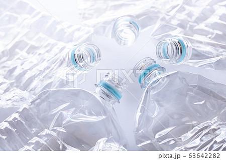 潰したペットボトル 63642282