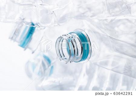 潰したペットボトル 63642291