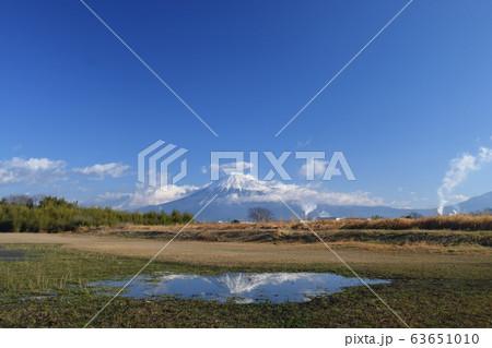 《静岡県》富士市から望む富士山③ 63651010