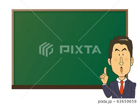 黒板の前で、説明するスーツの男性 63659659