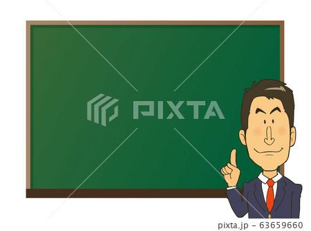 黒板の前で、説明するスーツの男性 63659660