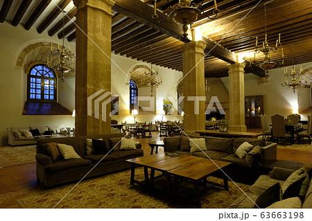古城を改修したシグエンサのパラドール。部屋や中庭、中世の雰囲気漂うホテルの装飾など人気が高い 63663198