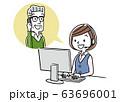 イラスト素材: コールセンター、オペレーターの女性と会話するシニア男性 63696001