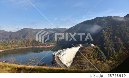 温井ダム 龍姫湖 秋の景色 63723919