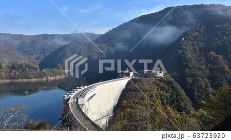 温井ダム 龍姫湖 秋の景色 63723920