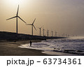(静岡県)浜岡砂丘・浜辺の風車 早朝 63734361