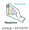ウイルス検査イメージ 試験管を持つ手元 63738707