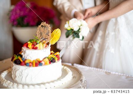 ケーキ入刀 63743415
