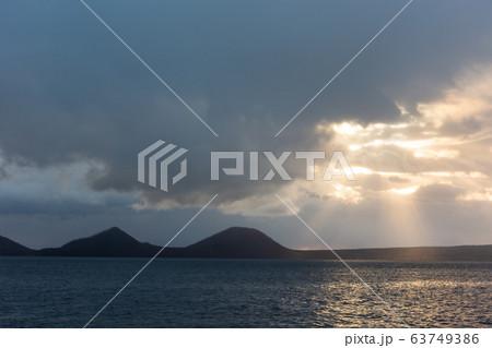 日本・北海道の国立公園、支笏湖の朝日 63749386