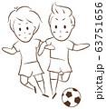 サッカーをする少年 デュエル 63751656