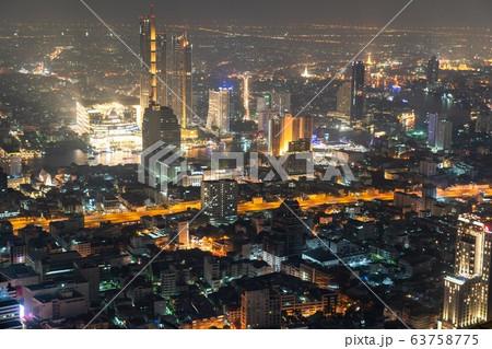 マハナコーンタワーのスカイウォークから見るバンコクの夜景 63758775