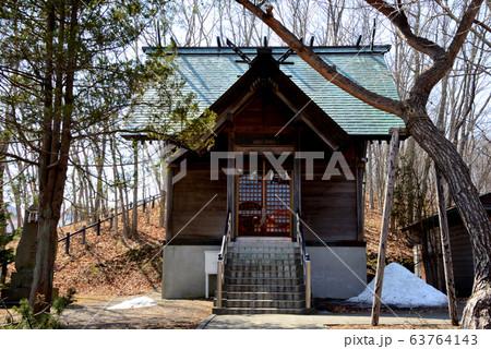 苫小牧市 樽前山神社境内社の聖徳神社の拝殿 63764143