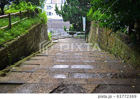 荒川区西日暮里駅横の地蔵坂の階段 63772369