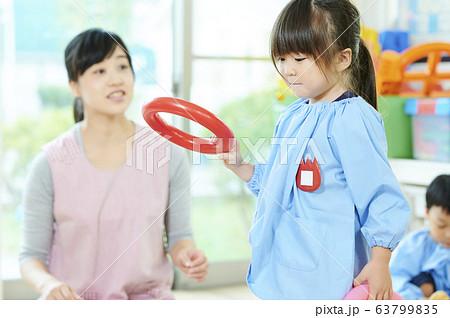 幼稚園 先生 子供  63799835
