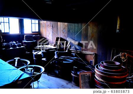 白川郷・富山・荻町合掌造り集落にて、解放されている和田家住宅の展示の様子(4) 63803873