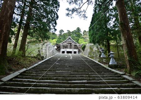 神門をくぐり大神山神社奧宮拝殿への石段 63809414