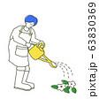 じょうろで水をあげる男の子 イラスト 63830369