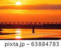 朝焼けと多摩川橋梁を通過する京王線 63884783