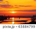 朝焼けと多摩川橋梁を通過する京王線 63884799
