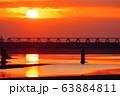 朝焼けと多摩川橋梁を通過する京王線 63884811