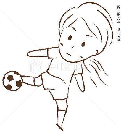 サッカーをする女の子 シュート 63899509