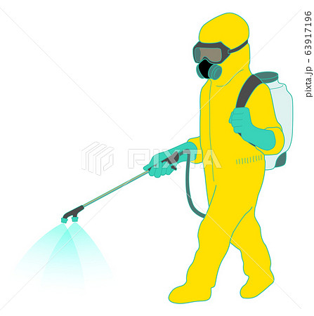 防護服を着用して噴霧する作業員 イエロー 63917196