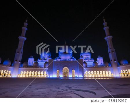世界一美しいモスク シェイクザイードモスクのライトアップ 63919267