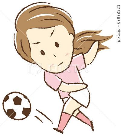 サッカーをする女の子 シュート 63933521