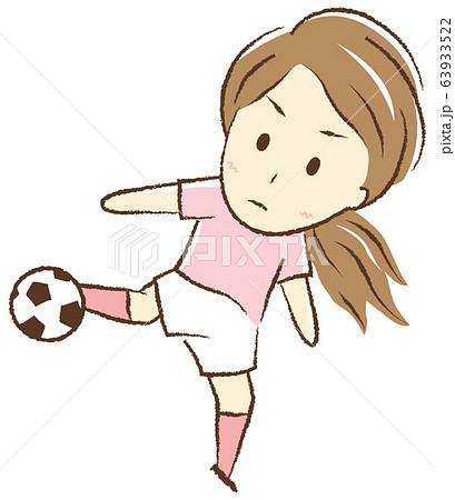 サッカーをする女の子 ボレーシュート 63933522