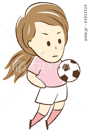 サッカーをする女の子 胸トラップ 63933524