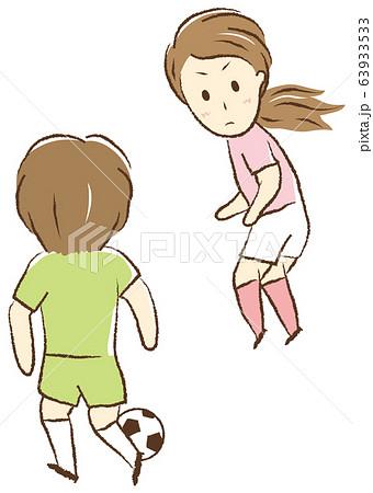 サッカーをする女の子 一対一 63933533